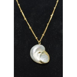 STAINLESS STEEL NECKLACE GOLD WITH KNOTS AND SHELLS NICKEL FREE